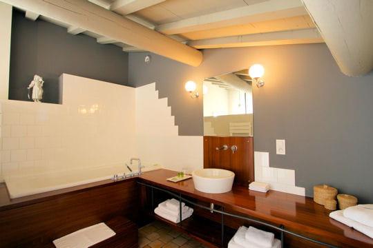 La salle de bains au grenier douceur exotique la for Salle de bain grenier