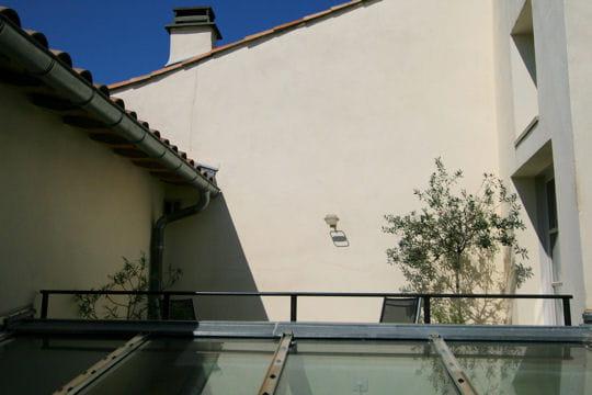 la terrasse des greniers la maison sur la sorgue journal des femmes. Black Bedroom Furniture Sets. Home Design Ideas