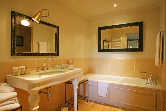 Salle de bains de style baumani re un domaine o le for Ou est la salle de bain