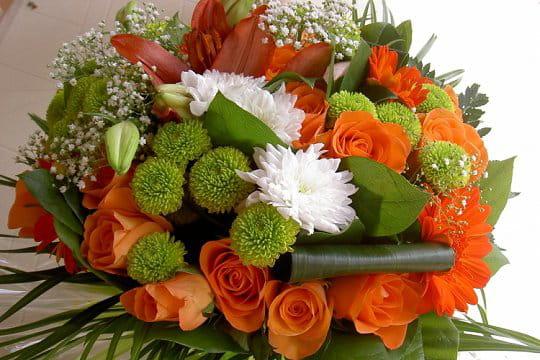 un bouquet de roses et fleurs champ tres les bouquets de fleurs journal des femmes. Black Bedroom Furniture Sets. Home Design Ideas