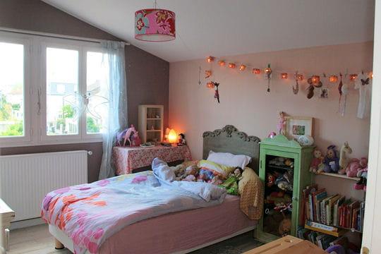 une vraie chambre de fille une maison feng shui et familiale journal des femmes. Black Bedroom Furniture Sets. Home Design Ideas