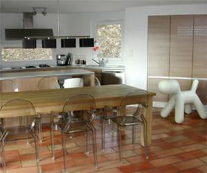 La salle manger est dans la cuisine visitez la for Salle a manger flamant