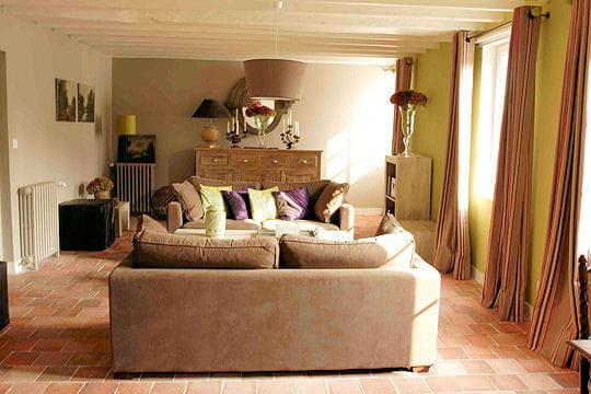 Un salon chaleureux d co douceur la maison bleue for Deco sejour tomettes