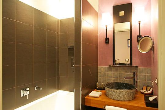 Esprit chic la salle de bains le couvent des minimes for Salle de bain avec douche et baignoire de luxe