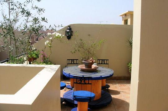 un air de maroc de somptueuses terrasses pour pr parer la belle saison journal des femmes. Black Bedroom Furniture Sets. Home Design Ideas