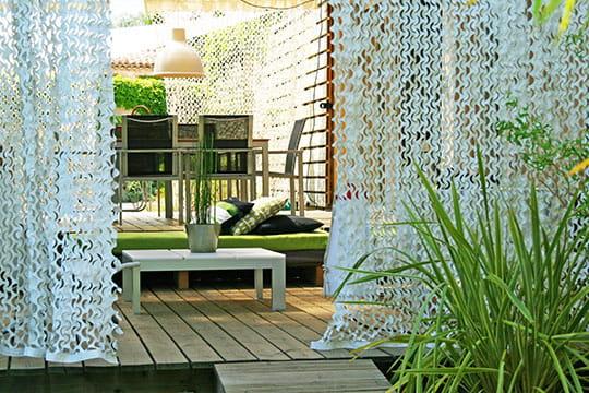 Terrasse sous camouflage for Rideaux pour terrasse exterieur