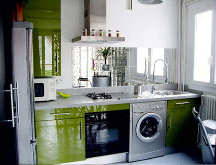 Une cuisine color e et fonctionnelle visitez la maison for Credence cuisine coloree
