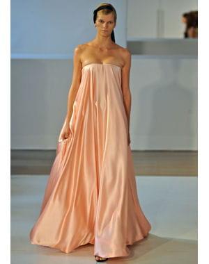 Eloge la simplicit des robes du soir enchanteresses - Fiche de poste femme de chambre du soir ...
