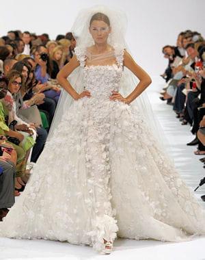 une vraie tenue de princesse robes de mari es haute couture journal des femmes famille. Black Bedroom Furniture Sets. Home Design Ideas