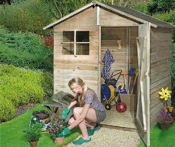 un abri pour tous des abris de jardin bien utiles journal des femmes. Black Bedroom Furniture Sets. Home Design Ideas