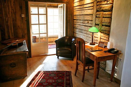 bureau de bois d co rustique dans la baltique journal des femmes. Black Bedroom Furniture Sets. Home Design Ideas
