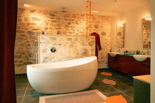25 salles de bains de d corateurs. Black Bedroom Furniture Sets. Home Design Ideas