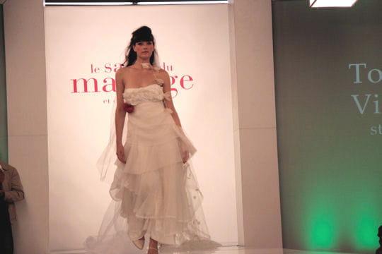 plus pr s du corps robes de mari e les collections 2010 journal des femmes mariage. Black Bedroom Furniture Sets. Home Design Ideas
