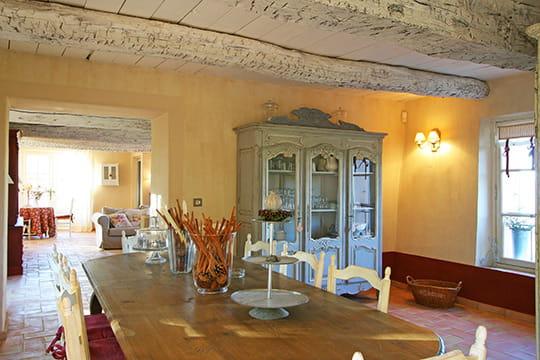 Style chic et rustique d co de charme dans une ancienne for Decoration interieur provencale