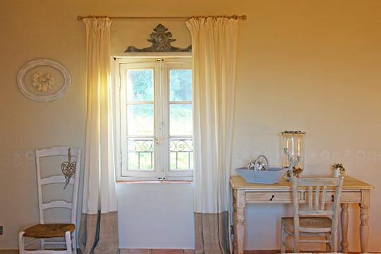 charme d 39 antan d co de charme dans une ancienne bergerie journal des femmes. Black Bedroom Furniture Sets. Home Design Ideas