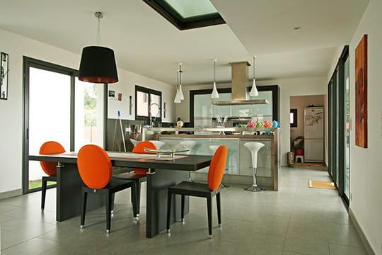 entre verre et lumi re 30 salles manger de d corateurs journal des femmes d coration. Black Bedroom Furniture Sets. Home Design Ideas