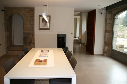 Dans une long re bretonne 30 salles manger de for Interieur longere