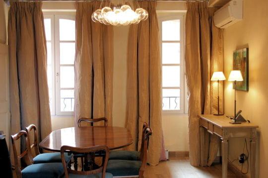 charme cosy 30 salles manger de d corateurs journal des femmes d coration. Black Bedroom Furniture Sets. Home Design Ideas