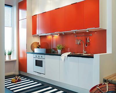 vive la couleur orange vif 25 cuisines dans tous les styles journal des femmes. Black Bedroom Furniture Sets. Home Design Ideas