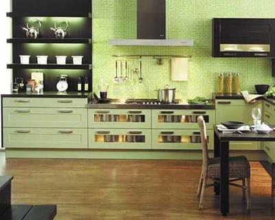vive la couleur vert amande 25 cuisines dans tous les styles journal des femmes. Black Bedroom Furniture Sets. Home Design Ideas