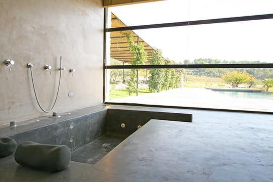 baignoire en ras du sol. Black Bedroom Furniture Sets. Home Design Ideas