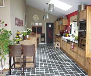la cuisine a t cr e tout en longueur. Black Bedroom Furniture Sets. Home Design Ideas