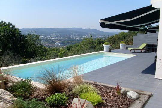 Piscines familiales de moins de 25 000 troph e or les for Nettoyage dalle piscine
