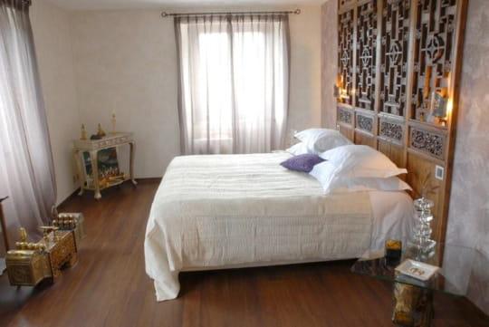 la chambre inde invitation au voyage dans une ancienne ferme suisse journal des femmes. Black Bedroom Furniture Sets. Home Design Ideas