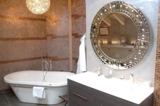 La salle de bains miroir for Miroir articule salle de bain