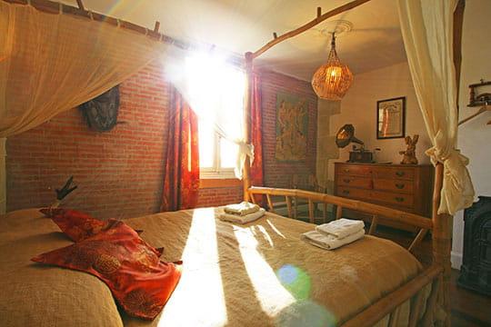 la chambre coloniale un pavillon de chasse en camargue journal des femmes. Black Bedroom Furniture Sets. Home Design Ideas