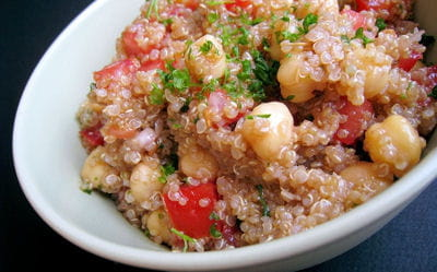 salade de quinoa aux pois chiches et tomates