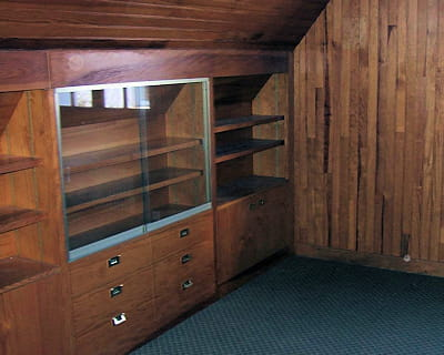 une pi ce mansard e et sombre en chambre d 39 amis avant apr s 10 pi ces de lectrices relook es. Black Bedroom Furniture Sets. Home Design Ideas