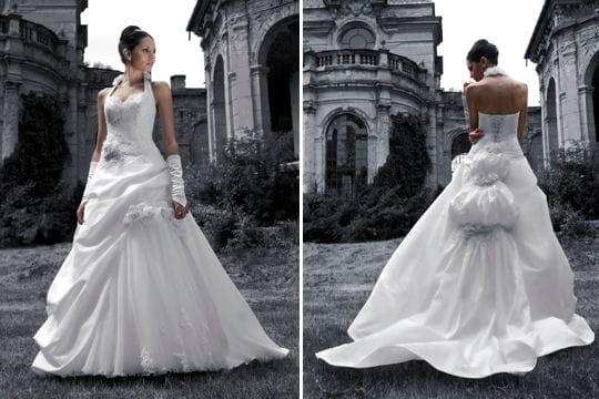 298d5d9e961 Traîne baroque - Robes de mariées   collection 2010 - Journal des ...