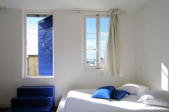 Mogador en bleu et blanc des chambres part journal for Chambre a part couple