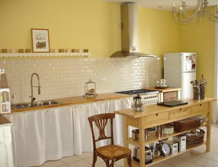 une cuisine au look shabby chic visitez la maison de. Black Bedroom Furniture Sets. Home Design Ideas