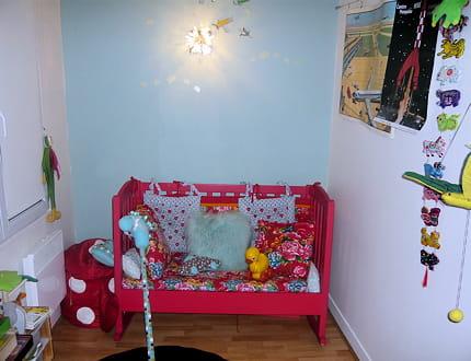 une chambre de b b en salle de jeux la maison de paule journal des femmes. Black Bedroom Furniture Sets. Home Design Ideas