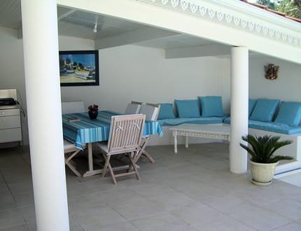 un coin lounge en bleu turquoise la maison de chantal journal des femmes. Black Bedroom Furniture Sets. Home Design Ideas