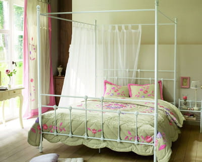 romantique endormez vous dans un lit de princesse journal des femmes. Black Bedroom Furniture Sets. Home Design Ideas