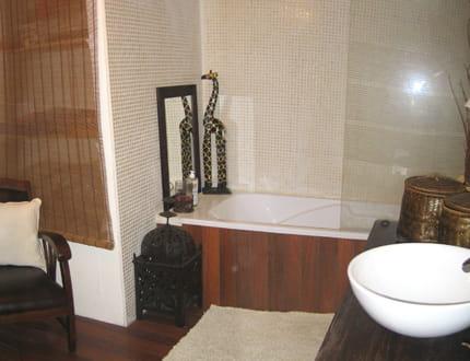 la salle de bains visitez la maison d 39 isabelle journal des femmes. Black Bedroom Furniture Sets. Home Design Ideas