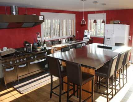 Une cuisine chaleureuse et contemporaine la maison de g raldine journal d - Cuisine chaleureuse contemporaine ...