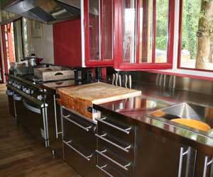 je voulais une cuisine hors norme la maison de g raldine journal des femmes. Black Bedroom Furniture Sets. Home Design Ideas