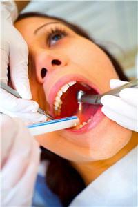 la consultation la plus précoce possible après le choc permet au dentiste de