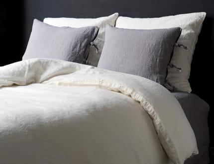 aspect vieilli craquez pour la fibre naturelle du lin. Black Bedroom Furniture Sets. Home Design Ideas
