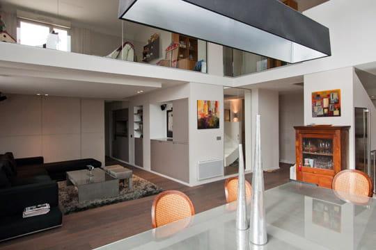 la pi ce de vie principale un duplex sur mesure clair et spacieux journal des femmes. Black Bedroom Furniture Sets. Home Design Ideas