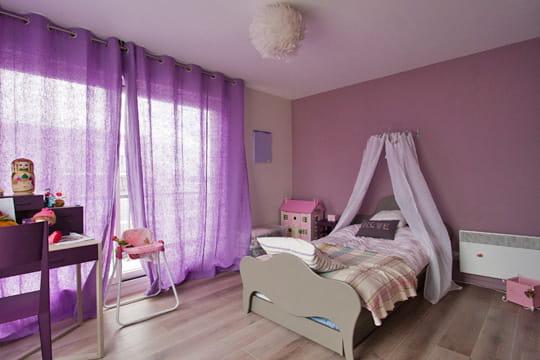la chambre de la petite fille un duplex sur mesure clair et spacieux journal des femmes. Black Bedroom Furniture Sets. Home Design Ideas