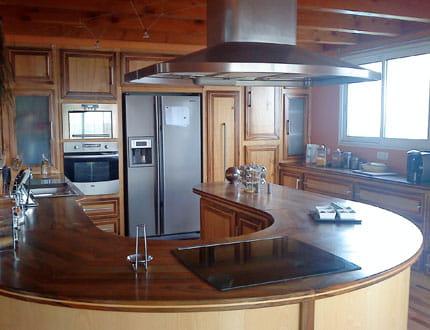 une cuisine en bois et inox la maison de cendrine journal des femmes. Black Bedroom Furniture Sets. Home Design Ideas
