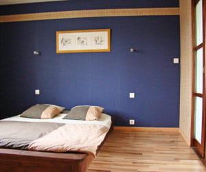 la chambre est sobre dans un style japonais la maison. Black Bedroom Furniture Sets. Home Design Ideas