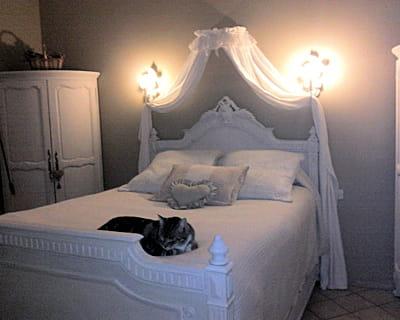 sous un ciel de lit 10 chambres de lectrices pour tous les styles journal des femmes. Black Bedroom Furniture Sets. Home Design Ideas