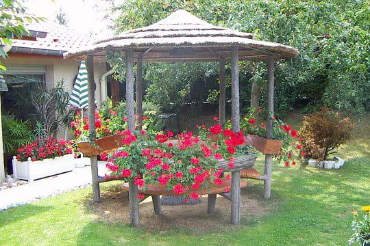jardin exotique ces l ments d co qui font votre fiert au jardin journal des femmes. Black Bedroom Furniture Sets. Home Design Ideas