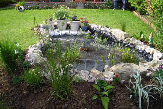 Un bassin fleuri ces l ments d co qui font votre fiert au jardin journal des femmes - Bassin carre pour jardin perpignan ...